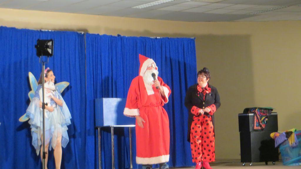 L'arrivée du Père Noël à la fin du spectacle du matin